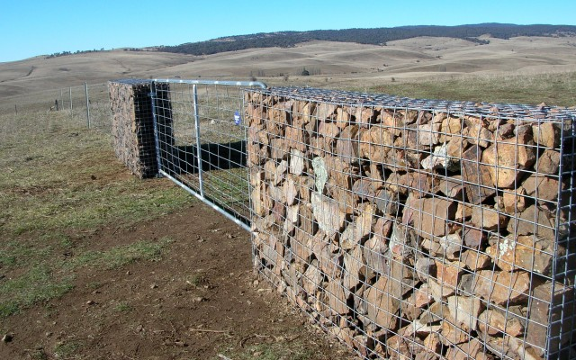 Mesh cage for Gabion wall with stones