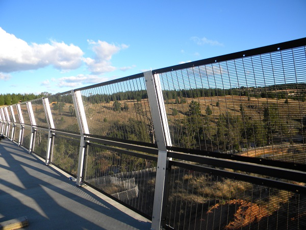 Security fencing for bridge