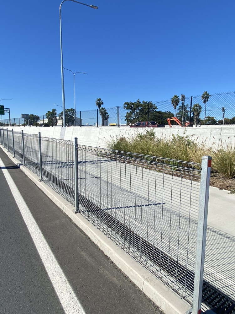 How to specify Safe fencing for pedestrian walkways and Cycle paths